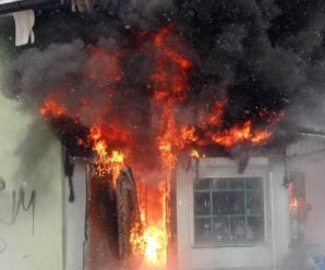 """Пожежа в Калуші: горіли аптека і кіоск біля """"САКО"""". ФОТО+ВІДЕО"""