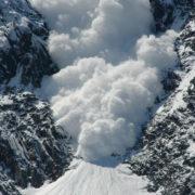 Штормове попередження: прикарпатців попереджають про лавинну небезпеку