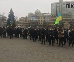 У Франківську під ОДА протестують: підприємці вимагають відновити роботу ринків (ФОТО)