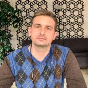 Шанс на повноцінне життя: молодому франківчанину, хворому на розсіяний склероз, потрібна допомога