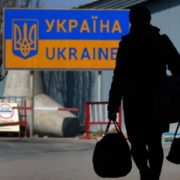 """Крик душі заробітчанина почула вся Україна, зачепив за живе: """"Втомився їздити до Польщі"""""""