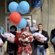 """""""Дітки народилися передчасно"""": українку яка народила четвірню виписали із лікарні"""