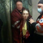 Мати морила голодом 6-річну дитину: двері у квартиру довелося виламувати (ФОТО, ВІДЕО)