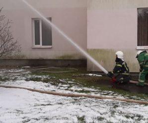 """Пожежа в лікарні на Прикарпатті розпочалась з """"ковідного"""" відділення: евакуювали понад 30 пацієнтів"""