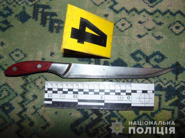 У Миколаєві в гуртожитку 18-річний студент зарізав на рік старшого товариша і поранив його 17-річну дівчину