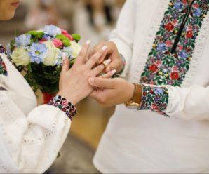 У Франківську шлюб за добу тепер можна брати лише у вишиванках та зі священником