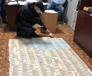 На Прикарпатті кіберполіцейські вимагали 150 тисяч гривень хабара