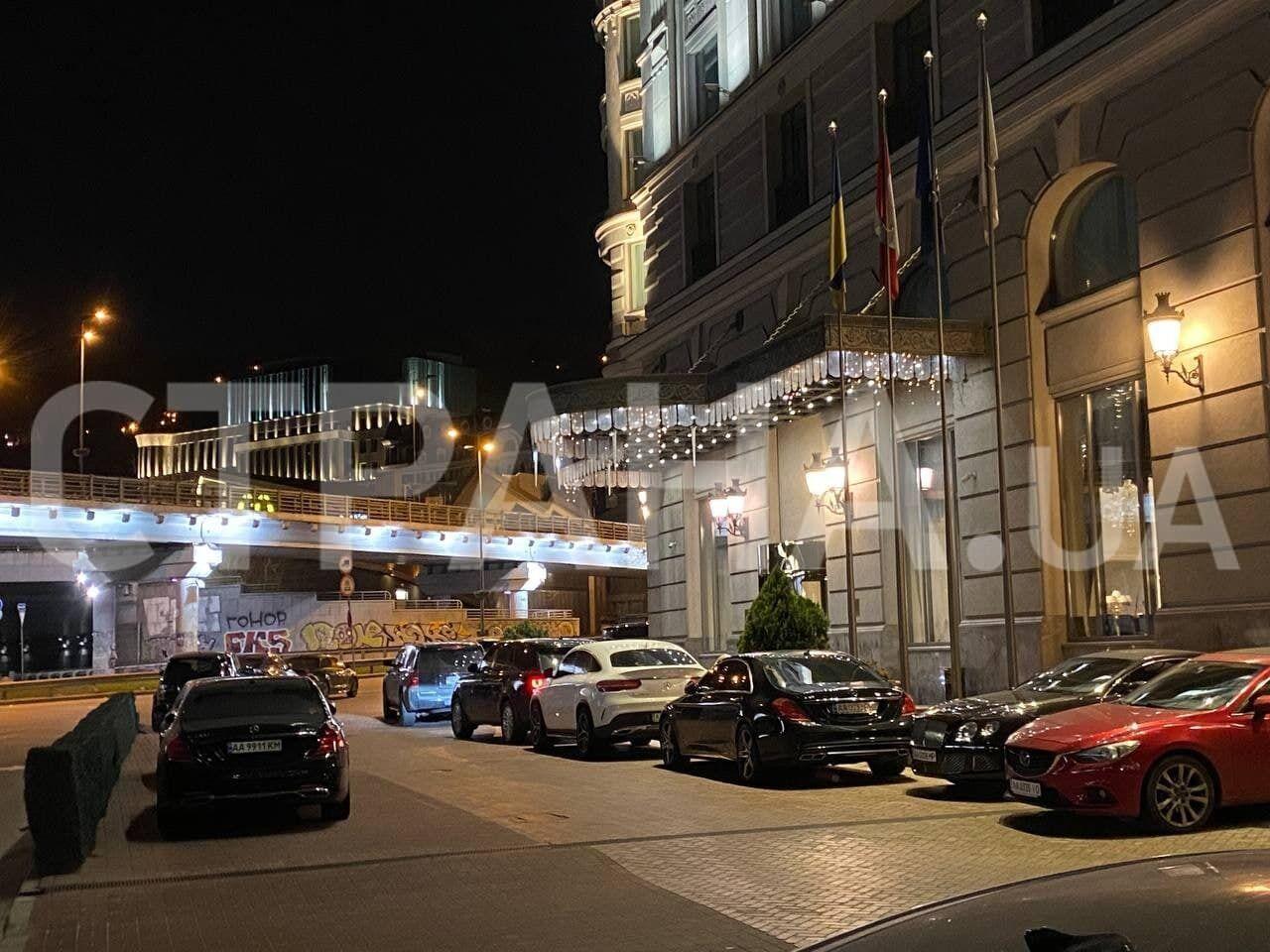 Авто Тищенка помітили біля готелю Fairmont