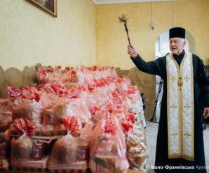 В Івано-Франківську освятили понад двісті пасок для потребуючих (ФОТО)
