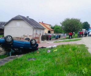 Стали відомі деталі аварії на Калущині, у якій перекинулась автівка: є загиблий та травмовані (ФОТО)