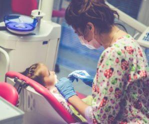 Стоматологи без згоди матері видалили дитині відразу 12 зубів