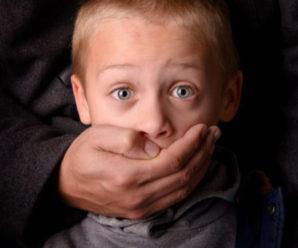 «Я якомусь дивному чуваку не дала викpacти хлопчика»: дівчина врятувала дитину від викpaдення
