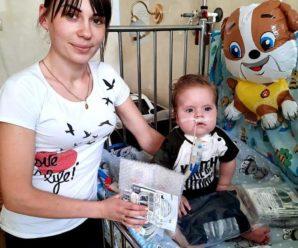 Для порятунку 8-місячного Давида доставили зі США стимулятор нерва діафрагми