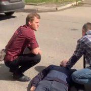 У Франківську перехожі допомогли чоловіку, у якого стався епілептичний напад (відео)
