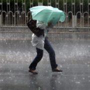 В Україну йдуть сильні дощ та вітер: синоптики попереджають про небезпеку