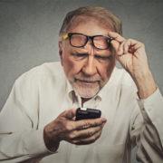 Шмигаль заявив, що перехід до нарахування пенсій на картку не буде обов'язковим