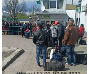 Українці масово вирушили на заробітки: у пунктах пропуску на Львівщині спостерігаються величезні черги (ФОТО, ВІДЕО)