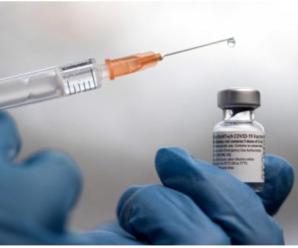 COVID-19: у Франківську вакцинують освітян, залучених до проведення ЗНО