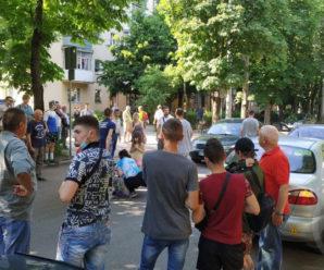 В Івано-Франківську на пішохідному переході збили дитину: на місці поліція та медики (ВІДЕО)