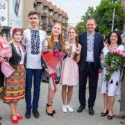 Кращим випускникам шкіл Івано-Франківська вручили заслужені медалі (фото)