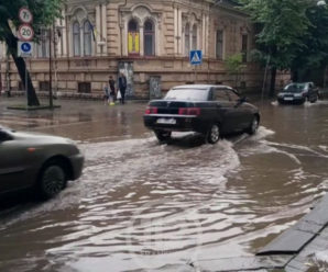 Через сильний дощ Івано-Франківськ знову затопило