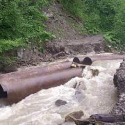 Потужні опади розмили дорогу на Івано-Франківщині: як регіони оговтуються після негоди