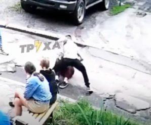 Бив ногами і зламав ніс: у поліції відреагували на жорстке побиття хлопцем 14-річної дівчини (ВІДЕО 18+)