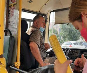"""""""У мене лише двоє дверей"""": водій не пустив у маршрутку жінку з 5 дітьми (ФОТО)"""