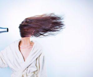 """""""Випадало разом зі шкірою"""": 18-річна дівчина залишилася напів лисою після фарбування волосся у перукарки"""