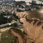 """""""Потоп століття"""": показали фото руйнівної стихії в Німеччині"""