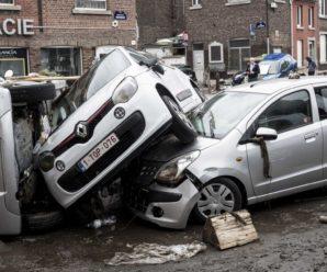 """Великий потоп у Європі: циклон """"Бернд"""" ламав кам'яні стіни, змивав з вулиць авта і вбивав людей"""