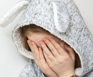 Рвали волосся, били одна одну по обличчю і матюкалися: через хлопця жорстоко почубилися дві дівчини