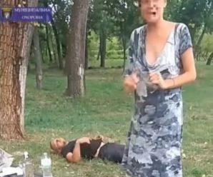 Пара зайнялась сексом посеред парку й потрапила в кадр