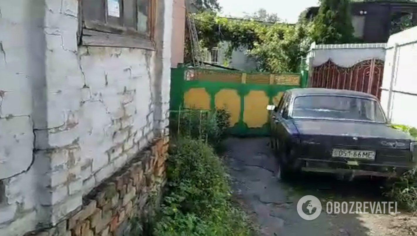 Двір будинку, де постраждав маленький Андрій.