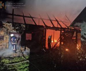На Прикарпатті горіли три будинки, сміття і суха трава