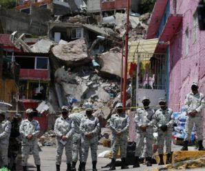 У Мексиці велетенська скеля за лічені миті поховала під собою 4 будинки, під завалами сподіваються знайти вцілілих