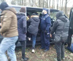 У Польщі двоє українців влаштували погоню з поліцією: Один пробіг 3 км, інший потрапив у ДТП